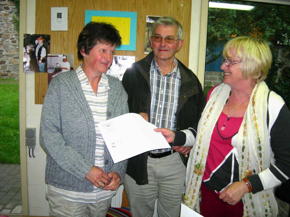 Monique und Manfred Jost-Schröder bei ihrer Verabschiedungsfeier im Juni 2008 mit Verwalungsratmitglied Helma Schneider-Peters